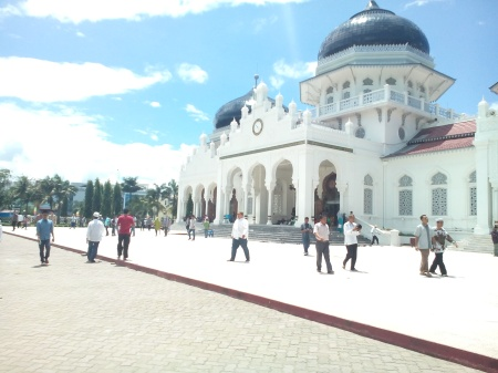 Depan masjid Raya Baiturrahman Banda Aceh