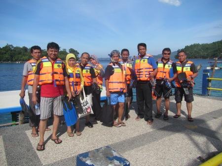 Kebersamaan sebelum naik perahu