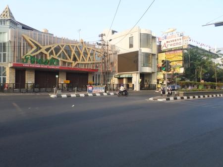 Kawasan destinasi kuliner dan oleh-oleh kota Semarang di Jl. Pandanaran