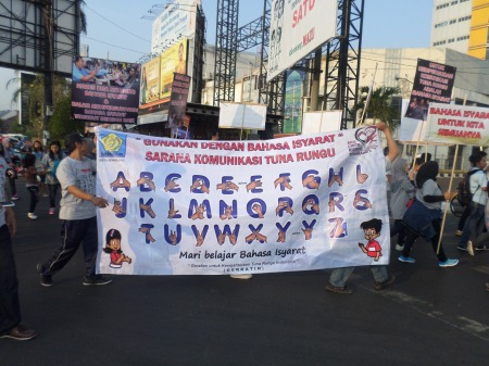Aktivitas aksi kelompok Tuna Rungu untuk persamaan hak