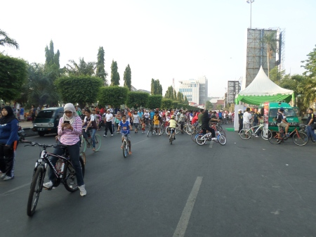 Berbagai aktivitas warga dan masyarakat
